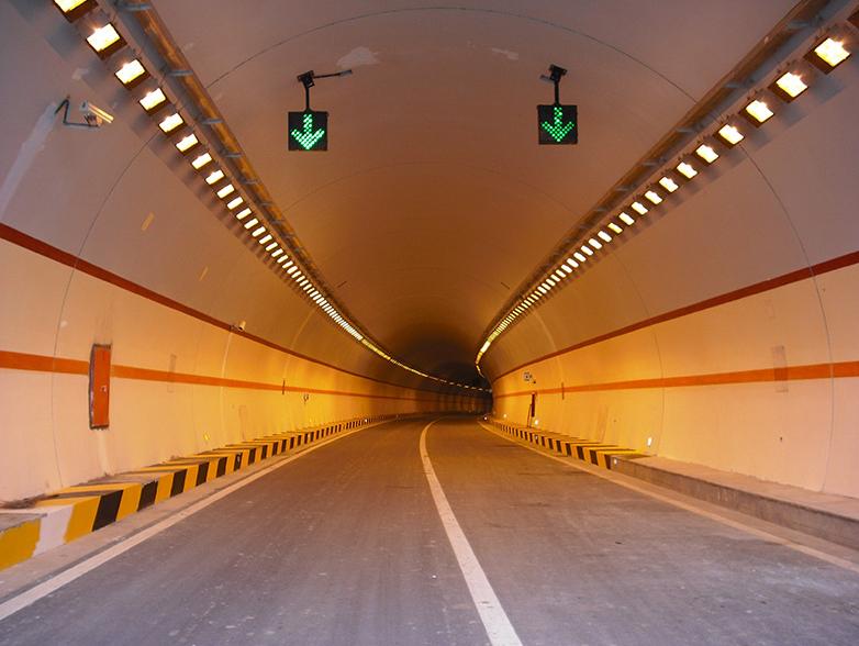 重庆万(州)至开(县)高速公路铁峰山隧道通车时间